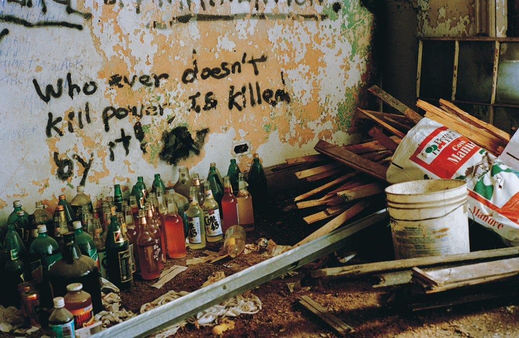 Жизнь нью-йоркских сквотеров в фотопроекте Эш Тэйер. Изображение № 12.