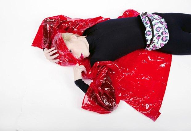 Дизайнер Никита Грузовик и художник Flakonkishochki выпустили новую коллекцию сумок. Изображение № 23.