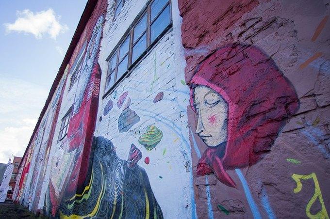Граффити-художники Os Gemêos разрисуют городские стены Минска. Изображение № 4.