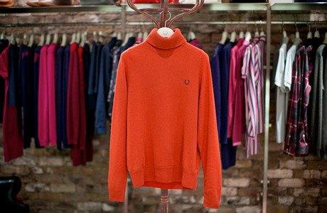 5 красивых продавщиц в магазинах мужской одежды выбирают вещи для парня их мечты. Изображение № 3.