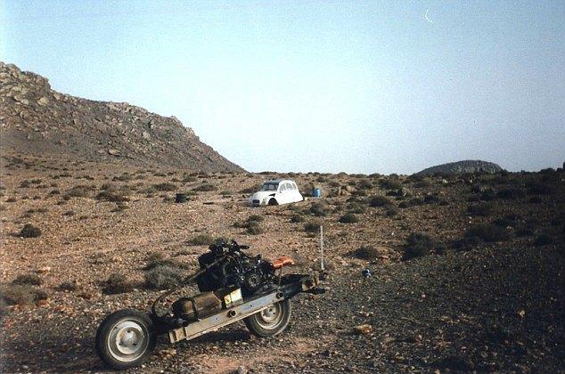 Француз выбрался из пустыни, превратив сломанную машину в мотоцикл. Изображение № 3.