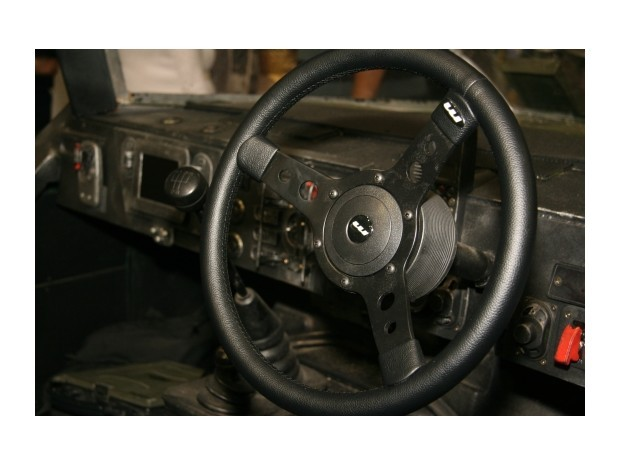 Англичанин превратил Land Rover в бронемобиль из игры Halo. Изображение № 3.
