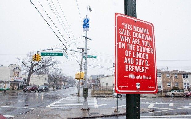 Нью-йоркский художник Джей Шеллс крепит к столбам таблички с рэп-цитатами. Изображение № 19.