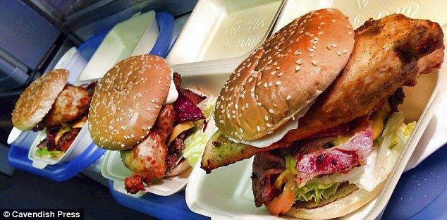 5 человек госпитализированы после попытки съесть самый острый бургер Великобритании. Изображение № 1.