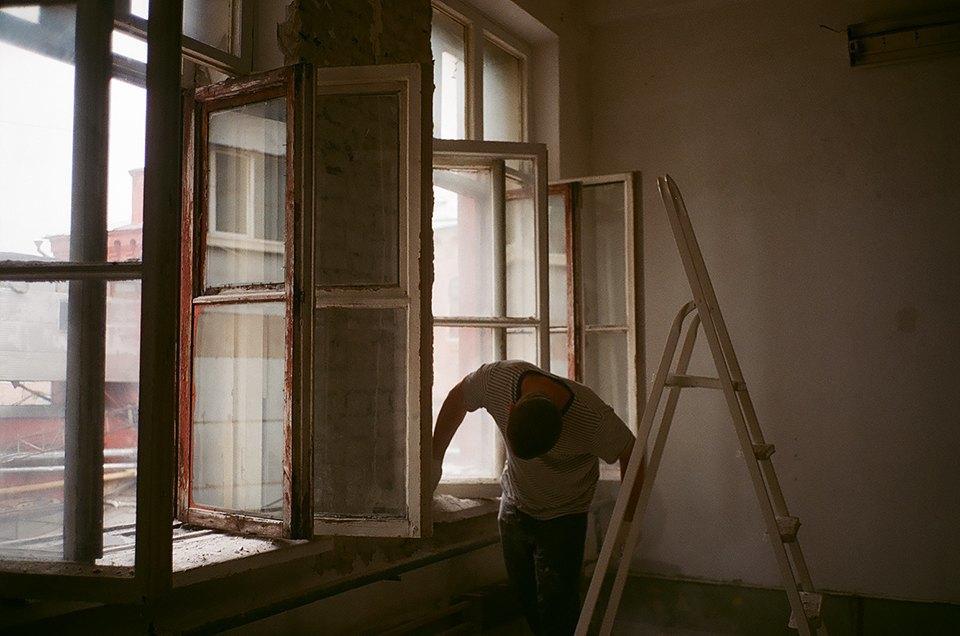 Фоторепортаж: Как мы сделали ремонт в мастерской силами редакции. Изображение № 20.