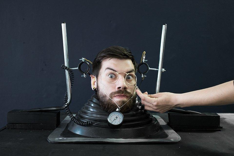 Ревизия: Лорнеты и пенсне на голове дизайнера FURFUR. Изображение № 1.