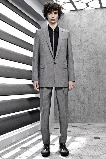 Французский бренд Balenciaga опубликовал лукбук новой коллекции. Изображение № 14.