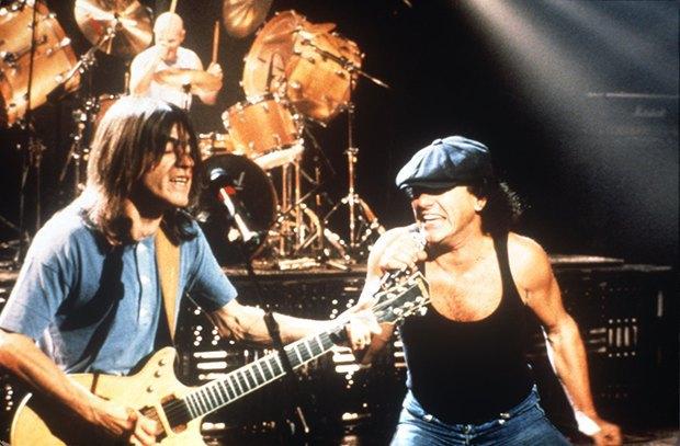 Поклонники AC/DC решили сделать «Highway to Hell» рождественским хитом. Изображение № 1.