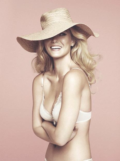 Модель Бар Рафаэли снялась в рекламе белья Passionata. Изображение № 2.