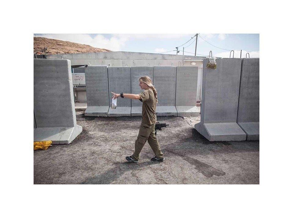 Фотопроект: Как служат женщины в армии Израиля. Изображение № 29.