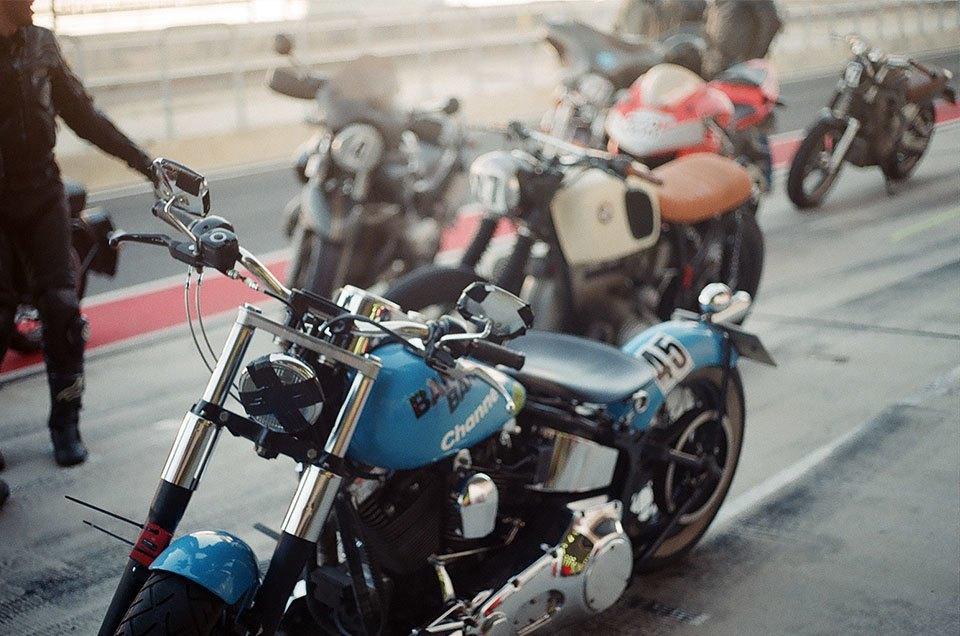 Фоторепортаж с гонки кастомных мотоциклов Nuts & Bolts. Изображение № 23.