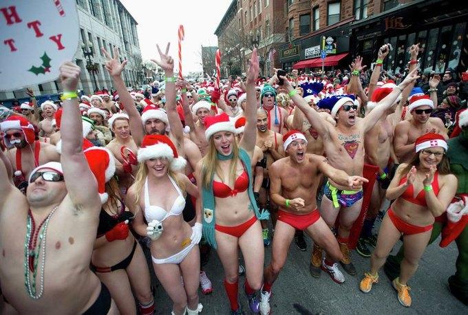 В Нью-Йорке произошла массовая драка Санта-Клаусов. Изображение № 3.