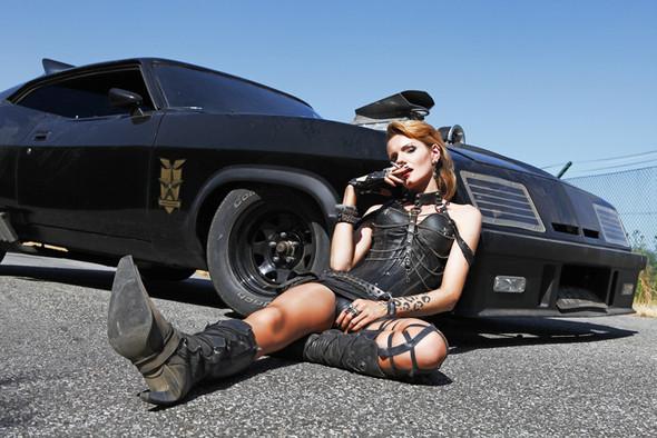 GIRLS AND LEGENDARY AMERICAN CARS. Изображение № 32.