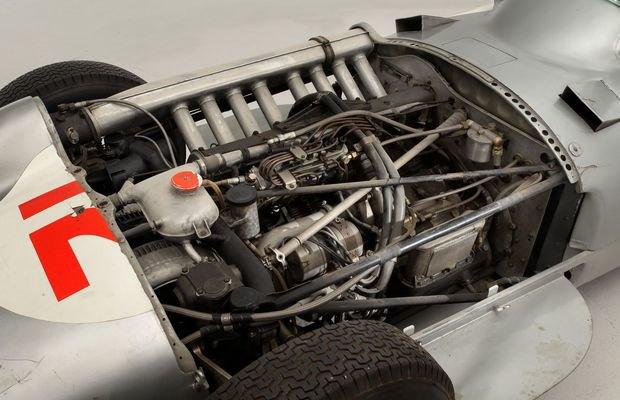 Самый дорогой болид «Формулы-1» в истории ушел с молотка. Изображение № 6.