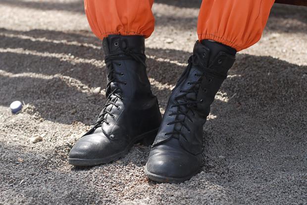 Рабочие ботинки: В чем трудятся московские сварщики, строители и маляры. Изображение № 12.