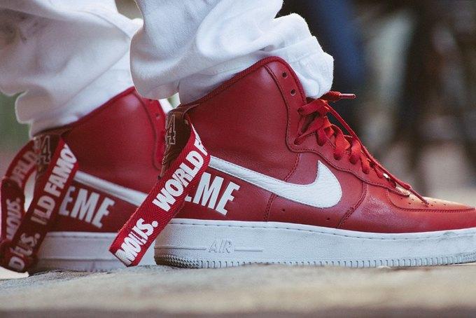 Марки Supreme и Nike выпустили совместную коллекцию кроссовок. Изображение № 1.