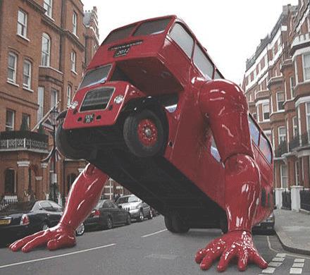 На улицах предолимпийского Лондона появился отжимающийся автобус. Изображение № 3.