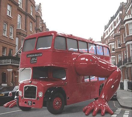 На улицах предолимпийского Лондона появился отжимающийся автобус. Изображение № 1.