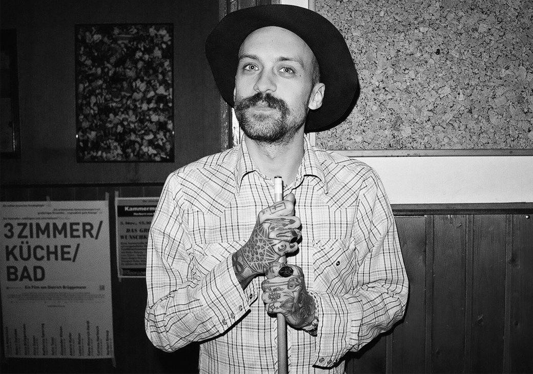 «Традиции становятся все менее важными сегодня»: Интервью с татуировщиком Лиамом Спарксом. Изображение № 1.