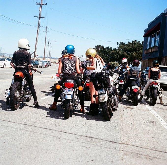 La Motocyclette: Американская фотовыставка доказывает право девушек называться байкерами. Изображение № 16.