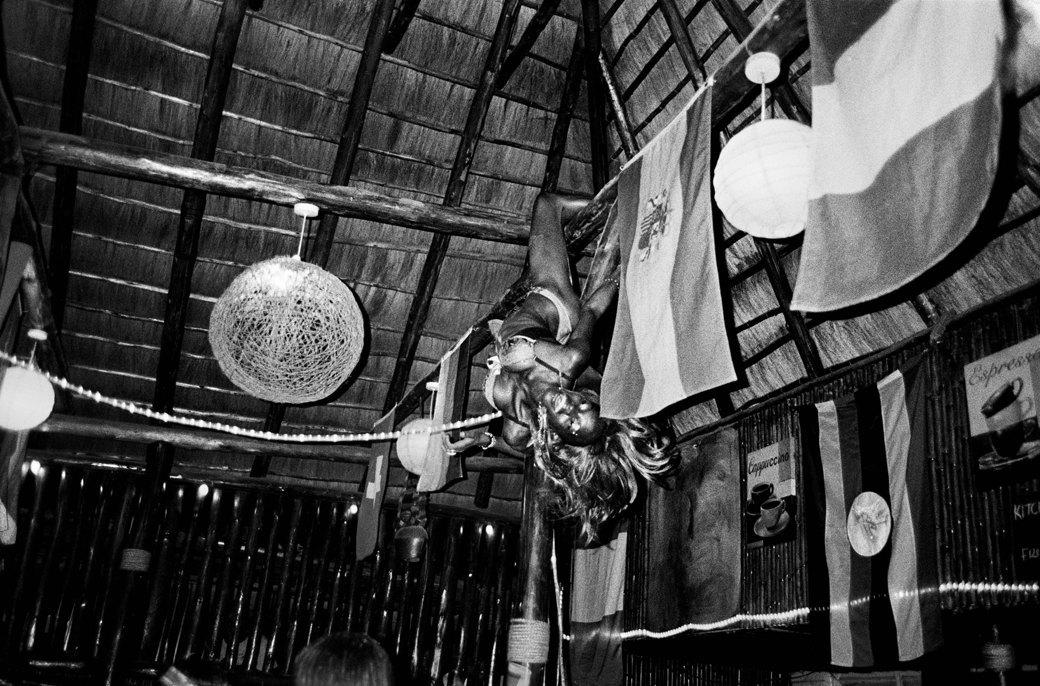 Сутенёры, лучники и золотая молодёжь: Фоторепортаж о ночной жизни в Уганде. Изображение № 9.