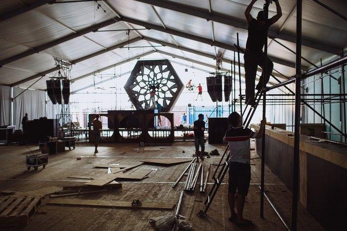 Фоторепортаж: Строительство объектов фестиваля Outline. Изображение № 39.