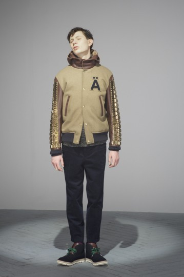 Японская марка Undercover выпустила лукбук осенней коллекции одежды. Изображение № 1.