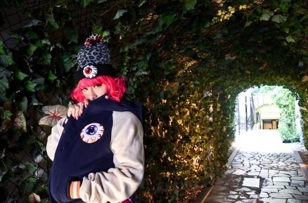 Марка Mishka опубликовала лукбук новой коллекции одежды своей линейки Holiday. Изображение № 6.
