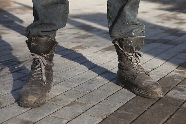 Рабочие ботинки: В чем трудятся московские сварщики, строители и маляры. Изображение № 10.