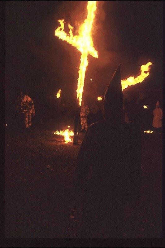 Бытовая жизнь неонацистской группы в США. Изображение № 14.