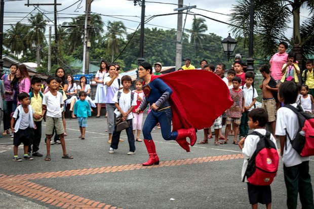 Филиппинец превратился в Супермена при помощи 13 пластических операций. Изображение № 3.