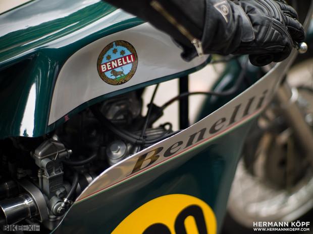 В Германии издали книгу фотографий ежегодной гонки на мотоциклах Barr Hill Race. Изображение № 9.