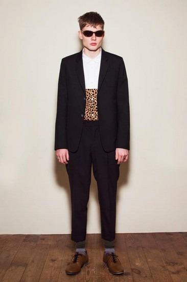 Марка Undercover опубликовала лукбук весенней коллекции одежды. Изображение № 27.