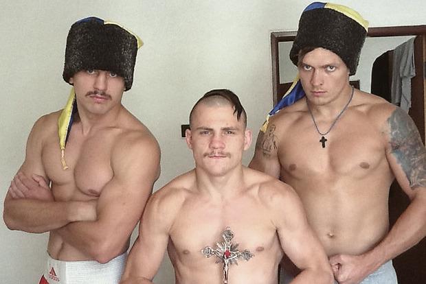 Украинские боксеры поехали на Олимпиаду с казацкими чубами. Изображение № 3.