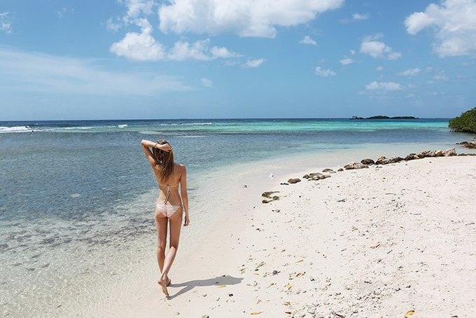 Журнал Surfing Magazine опубликовал специальный выпуск, посвящённый моделям в купальниках. Изображение № 16.