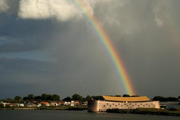 Голландец построил Ноев ковчег в натуральную величину, чтобы спасти свою страну от наводнения. Изображение № 3.