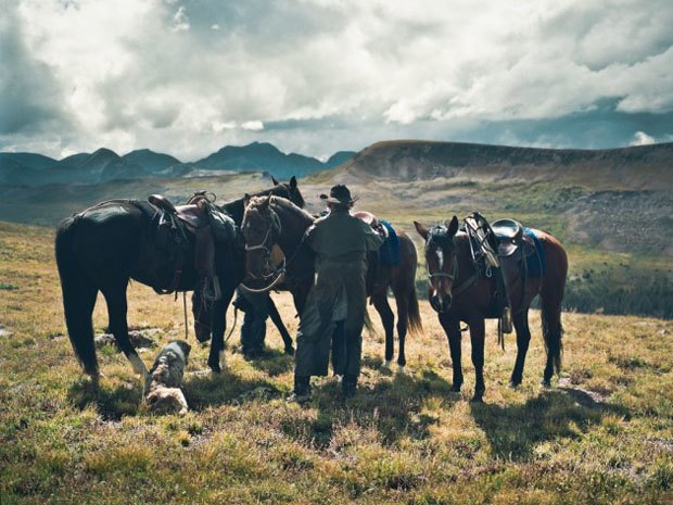 Марка Filson выпустила видео о путешествии своего покупателя по Колорадо. Изображение № 5.