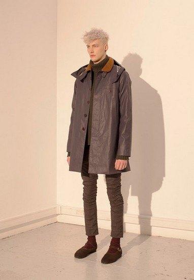 Марка Undercover опубликовала лукбук осенней коллекции одежды. Изображение № 16.