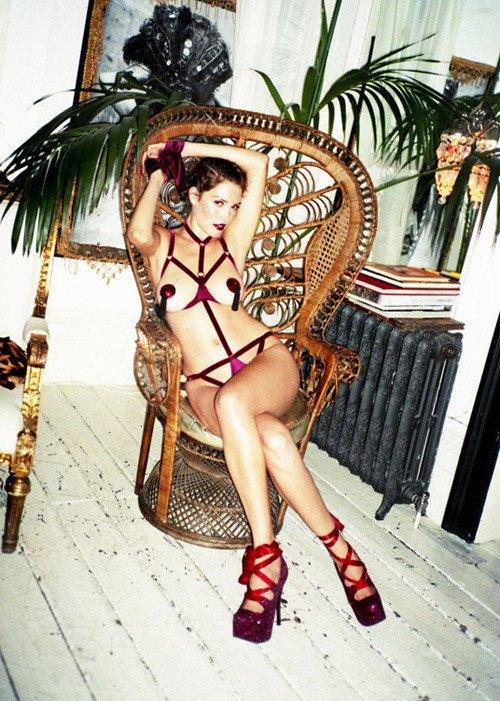 Модель Оливия Гарсон снялась в рекламе нижнего белья Coco De Mer. Изображение № 26.