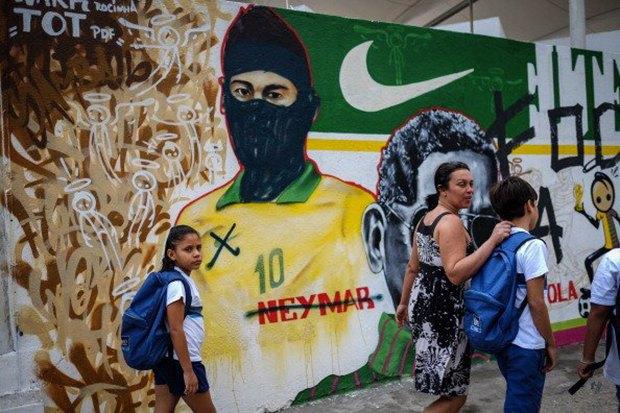 Такой футбол нам не нужен: Граффити против чемпионата мира. Изображение № 16.