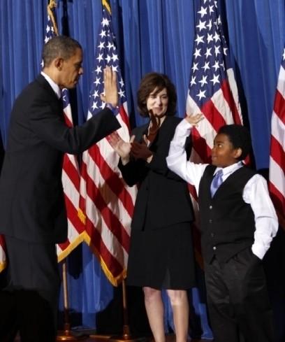 Барак Обама — большой любитель «дать пять». Изображение № 8.