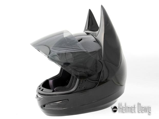 Компания Helmet Dawg спроектировала мотошлем по мотивам «Бэтмена». Изображение № 5.