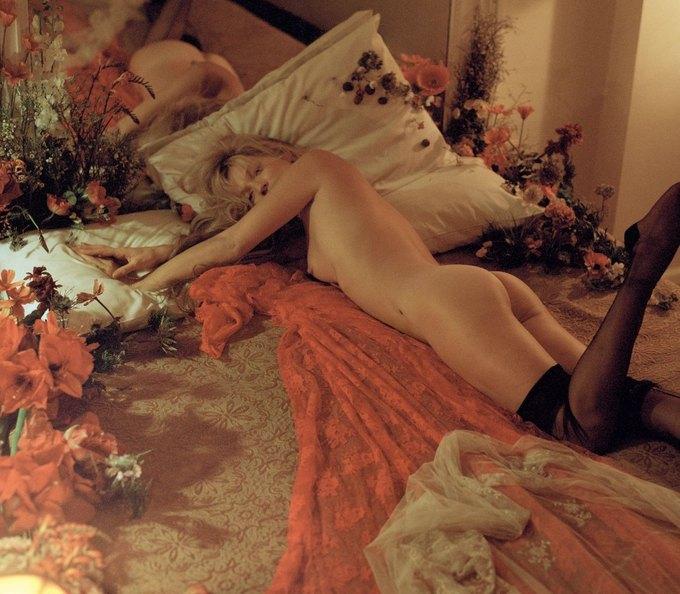 Кейт Мосс снялась для журнала LOVE Magazine. Изображение № 12.