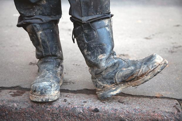 Рабочие ботинки: В чем трудятся московские сварщики, строители и маляры. Изображение № 8.