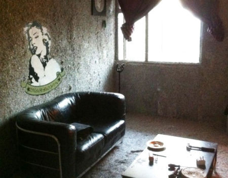 Безработный художник построил дом из купюр на сумму полтора миллиарда евро. Изображение № 2.