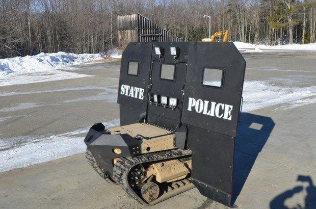 Спецназ США возьмет на вооружение подвижный гусеничный щит. Изображение № 3.