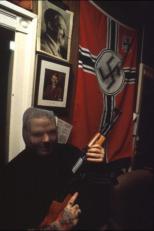Бытовая жизнь неонацистской группы в США. Изображение № 1.