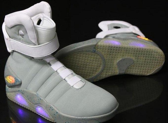 Кроссовки Марти МакФлая из «Назад в будущее 2» появились в продаже. Изображение № 1.