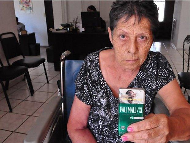 Фото пожилой мексиканки использовали для устрашения курильщиков. Изображение № 1.