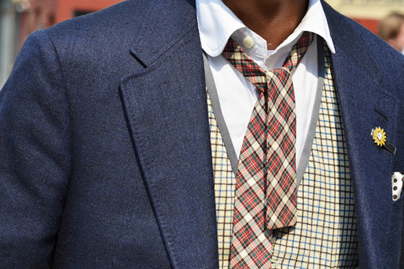 Надевать клетчатый галстук к клетчатому жилету рискованно. Фотография Томми Тона. Изображение № 48.
